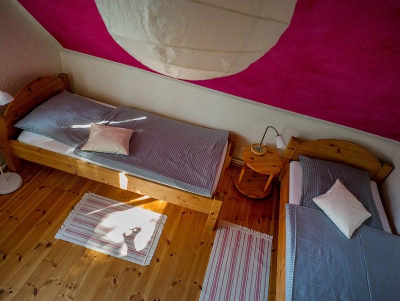 Zimmer 6 zwei Einzelbetten