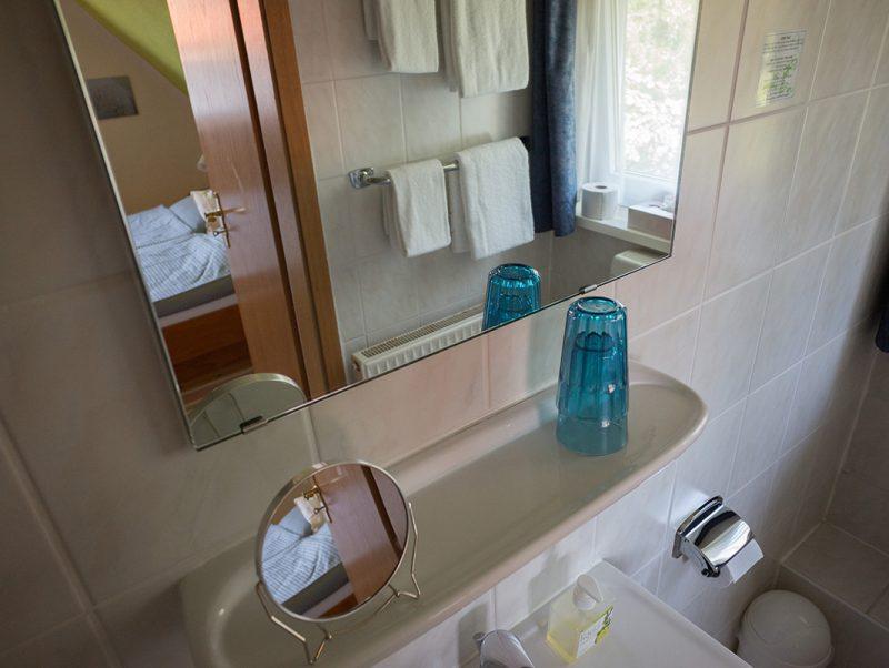 Zimmer 8 Badezimmer